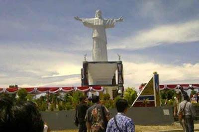 Patung Tuhan Yesus Memberkati di Toraja